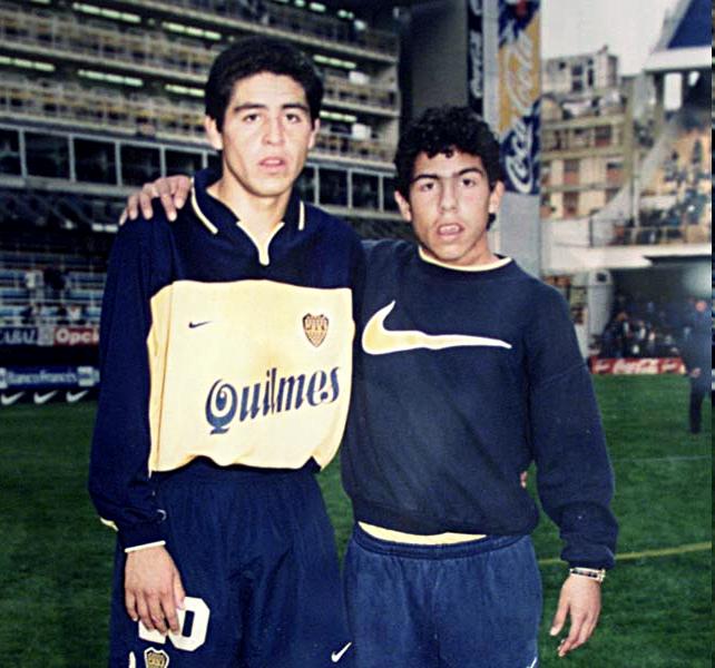 Riquelme, genç Tevez ile birlikte.